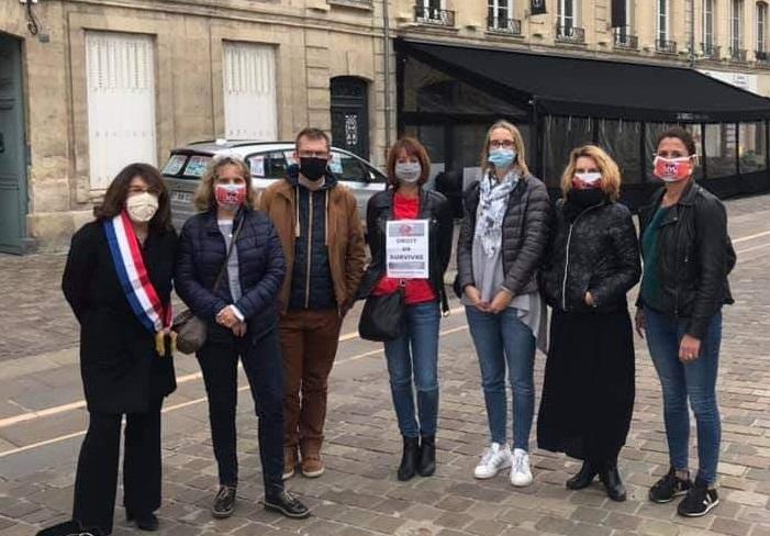 Nathalie Goulet, sénatrice UDI de l'Orne, aux côtés des membres du collectif - DR : L.B.