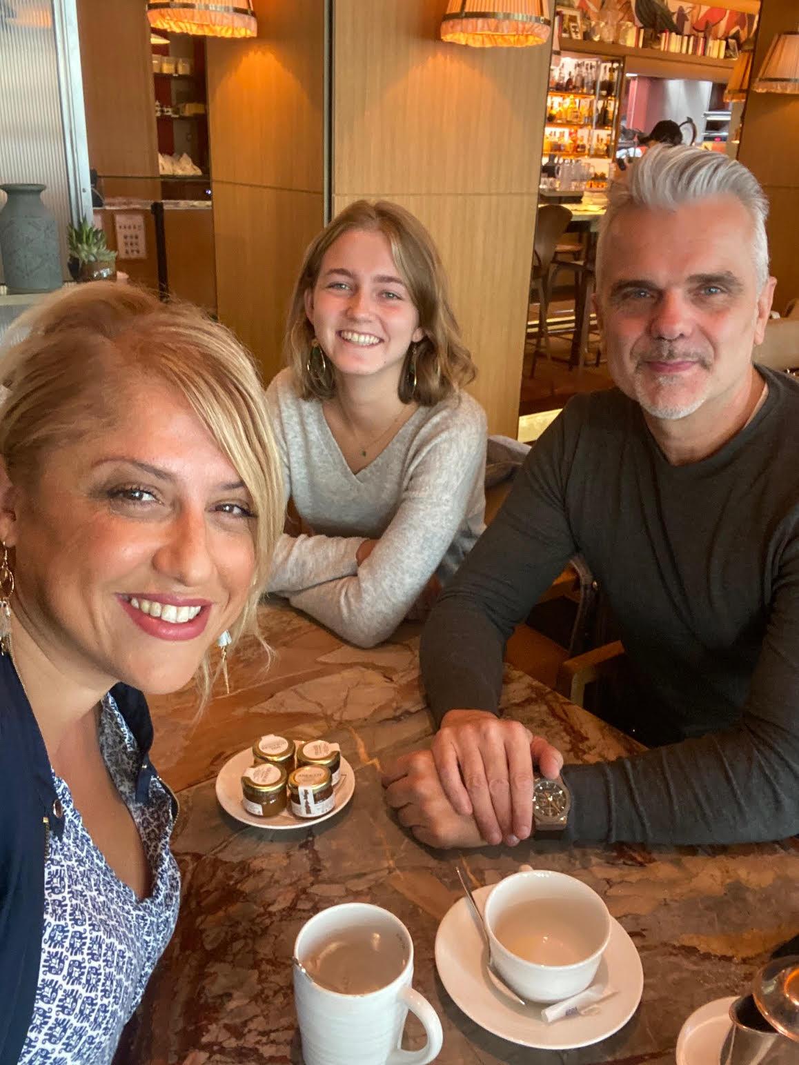 "Saliha Hadj-Djilani, Podcasteuse de la série ""Voyagez en France"", Fabrice Soler de Stoorist et Mathilde, étudiante et guide"