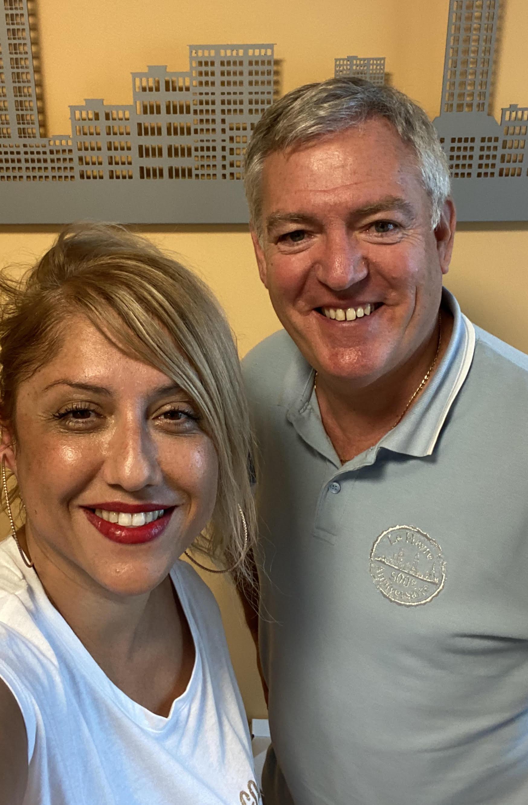 """Saliha Hadj-Djilani, podcasteuse de la serie """"Voyagez en France"""" et Benoît Remy, directeur de l'office de tourisme du Havre"""