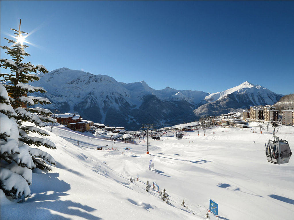 Vue du front de neige de la station d'Orcières-Merlette - Photo OT Orcières-Merlette