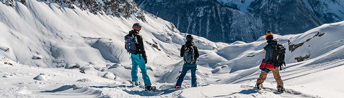 L'équipe en reconnaissance pour un séjour snowboard freeride à Chamonix / DR WePeaks