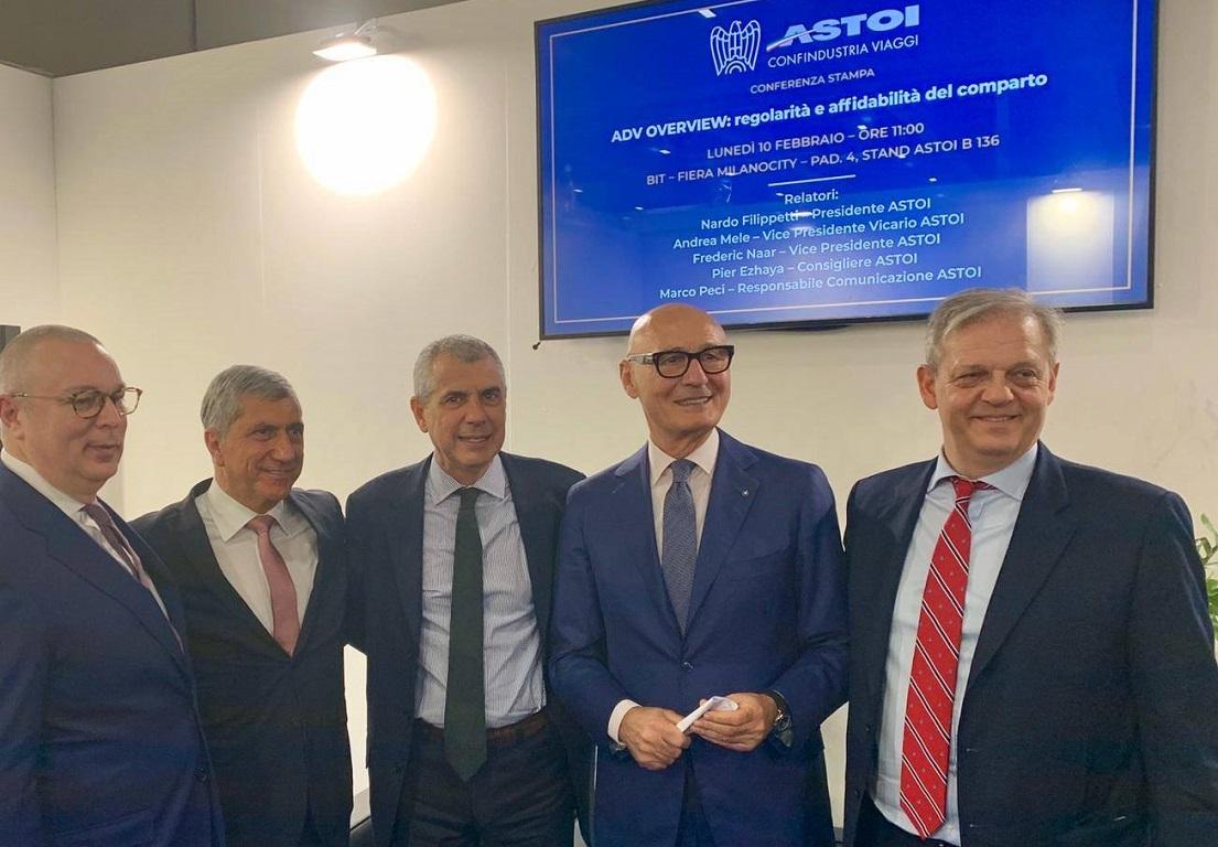 Frédéric Naar (1er en partant de la droite) et le comité de l'Astoi, l'équivalent du Seto en Italie - Crédit photo : Astoi
