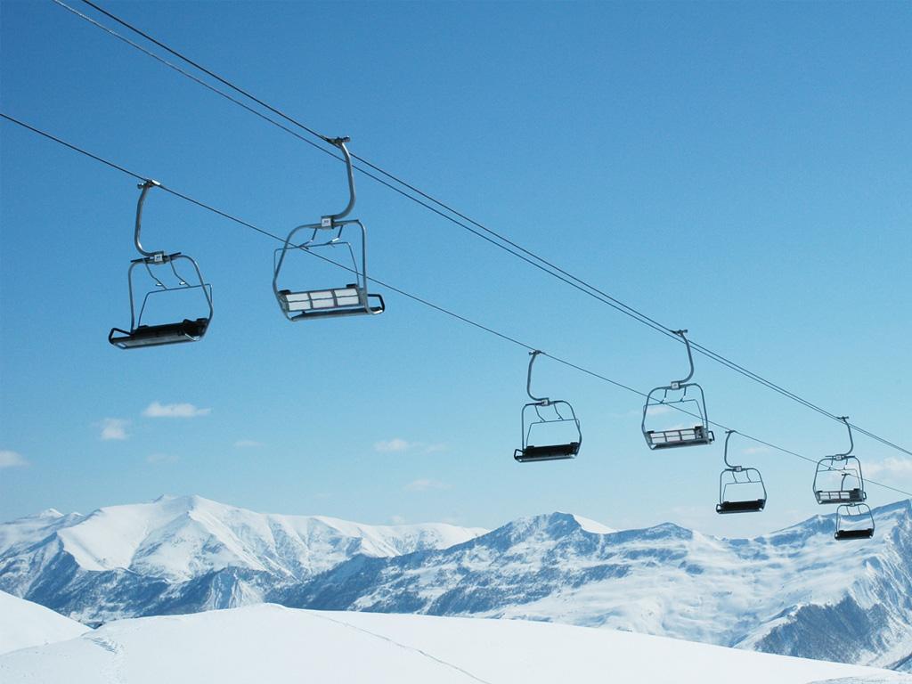 Les tour-opérateurs spécialistes du ski se retrouvent, non pas face à une avalanche de neige, mais bel et bien une avalanche d'appels et d'annulations... - Depositphotos.com Elnur_