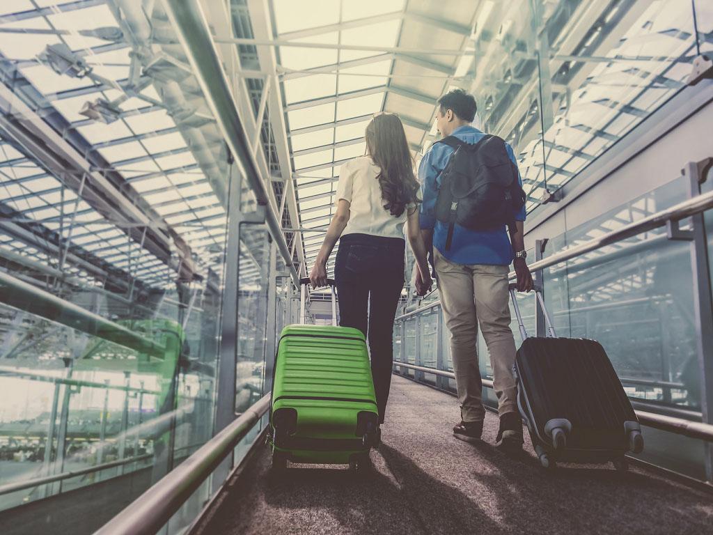 Les billets de train ou d'avion feront office de dérogation pour les départs et arrivées à l'heure du couvre-feu Tzido Depositphotos Tzido