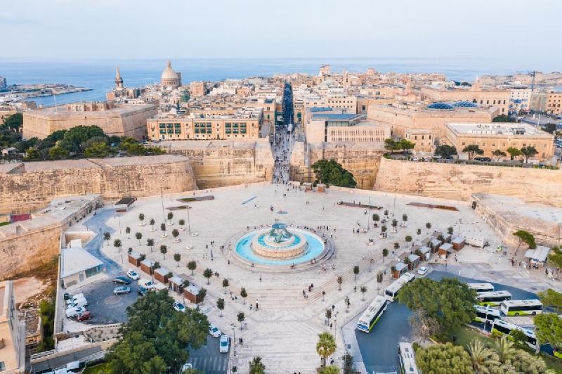 Les personnes résidant en Ile-de-France, ou ayant passé au moins les 14 jours précédents leur départ en Ile-de-France sont les seules exemptées de test PCR pour se rendre à Malte - DR : OT Malte