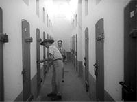 Archives Nationales des Etats-Unis / Quartier disciplinaire de l'île Royale, pendant son fonctionnement (1939) – Extrait des rushs du documentaire « Terre d'expiation »
