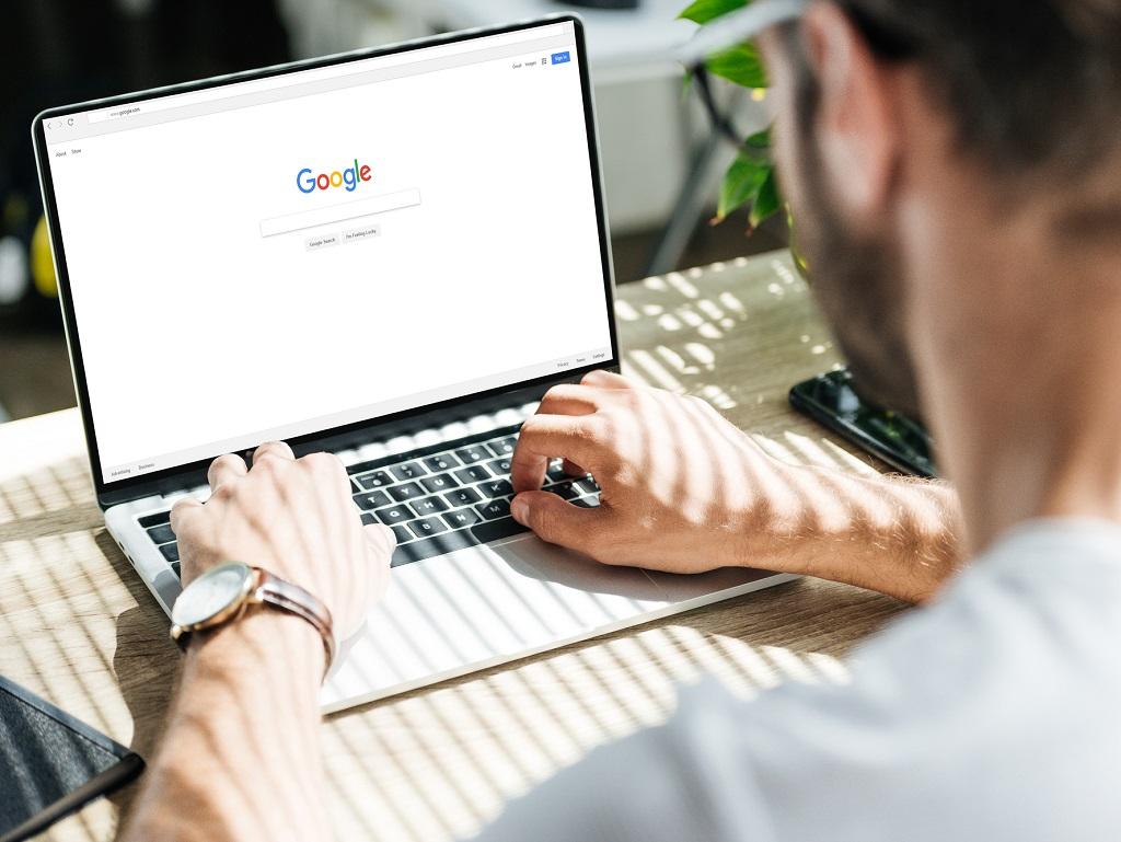 En 2020, les expressions gagnantes sont : téléconférences, visio-conférences, et avec elles le terme de « mute » désignant les micros désactivés par des maladroits peu enclins à faire fonctionner ces fabuleuses aides à la communication qu'ont été Skype, Google et surtout Zoom - DR : DepositPhotos.com, Y-Boychenko