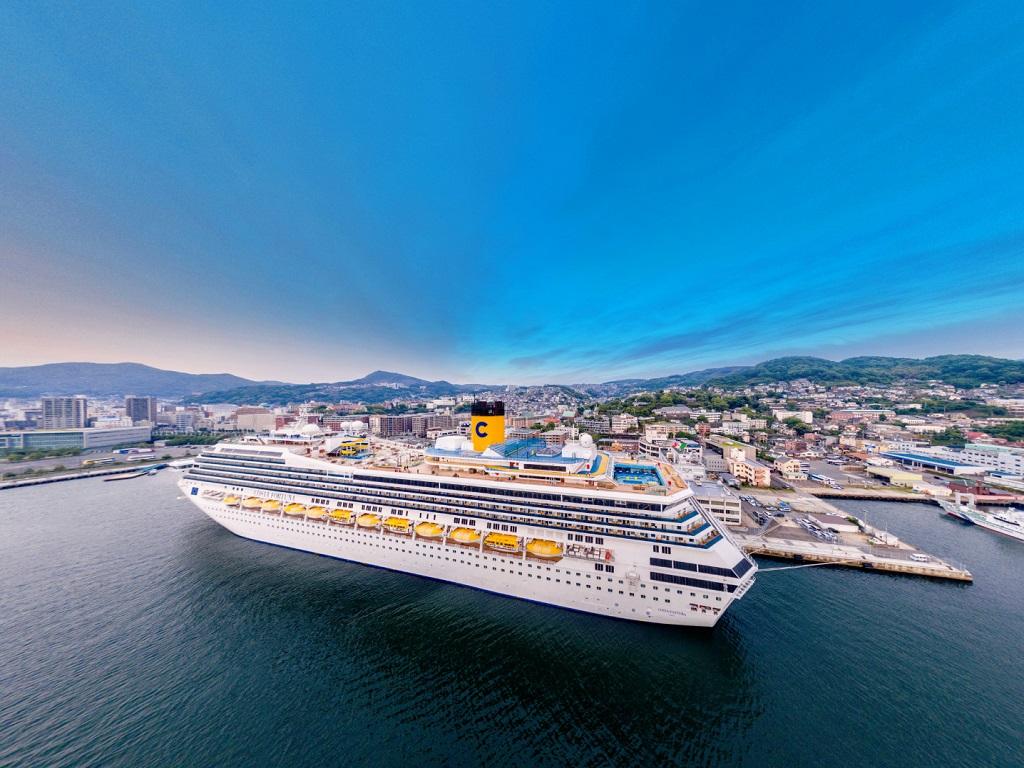 Le Costa Fortuna dans le port de Nagasaki - DR : Carnival Corp.