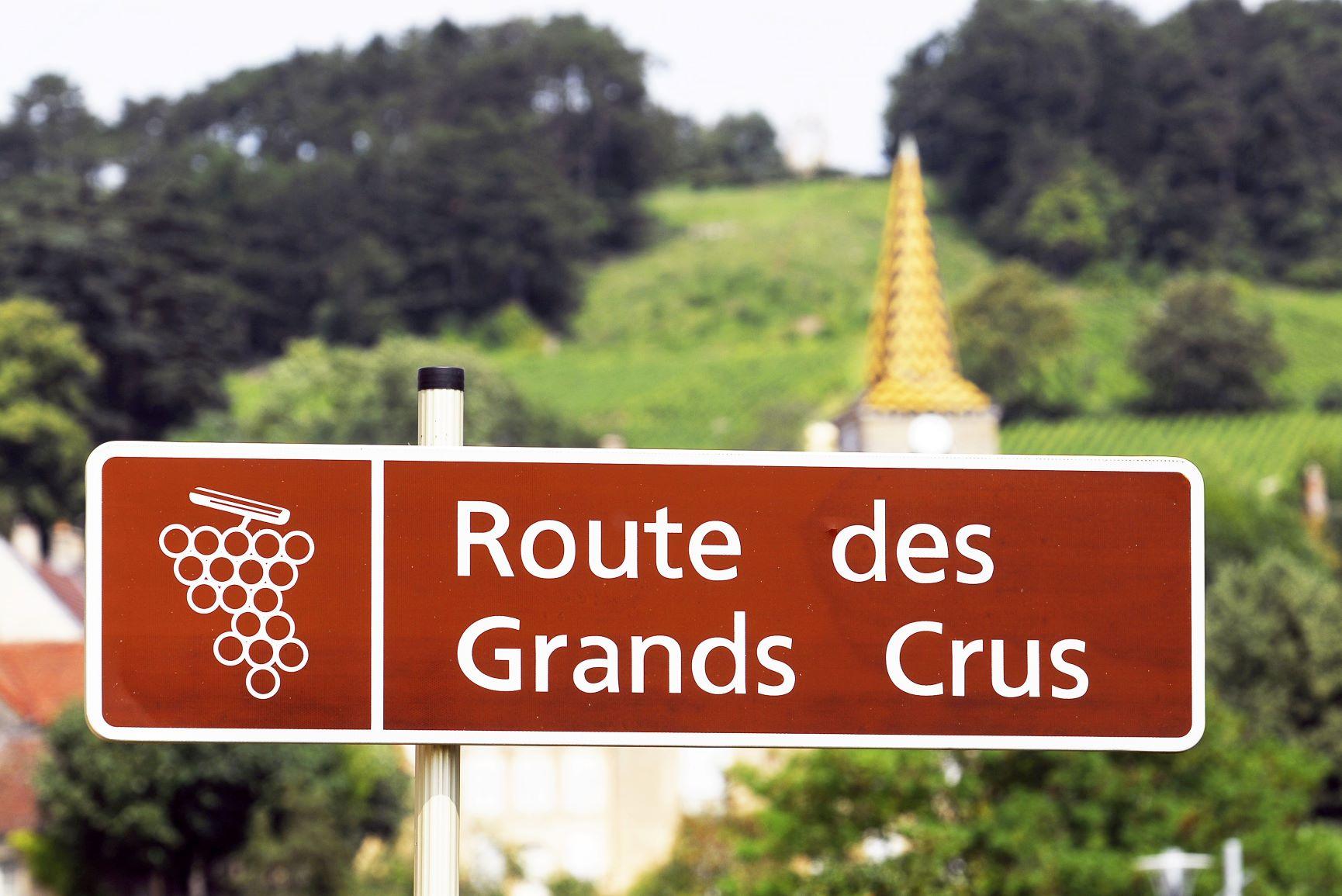 Sur la Route des Grands Crus, Pernand Vergelesse - Photo Alain Doiré, Bourgogne-Franche-Comté Tourisme