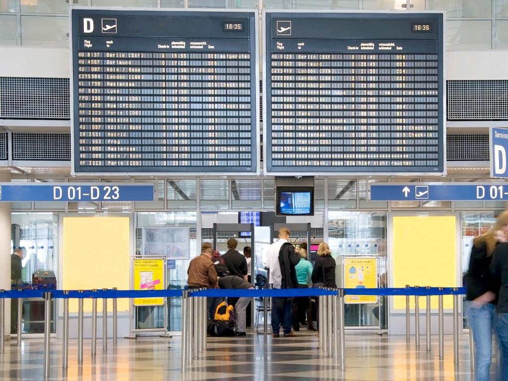 Depuis lundi, 729 passagers au départ n'ont pas été autorisés à prendre leur avion, parce qu'ils ne voyageaient pas avec un motif impérieux. 41 passagers arrivés en France n'ont pas été admis pour des raisons similaires - DR : DepositPhotos, bitpics