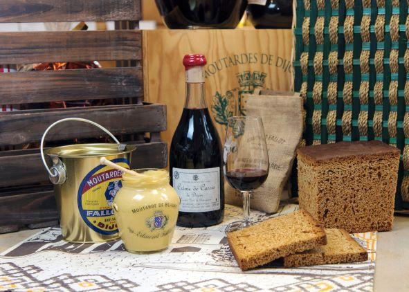 Moutarde et Crème de Cassis parmi les produits régionaux de la Côte d'Or - Photo : Alain Doiré /Bourgogne-Franche-Comté Tourisme