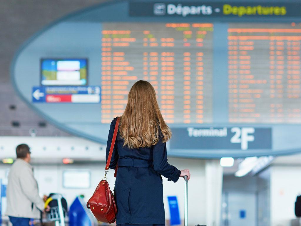 Il incombe à la compagnie aérienne de rembourser le billet inutilisé dans les 7 jours de l'annulation, sachant qu'un voucher ne peut être imposé au passager mais qu'il peut l'accepter après proposition de la compagnie (articles 5, 7.3 et 8 du Règlement) - Depositphotos.com encrier