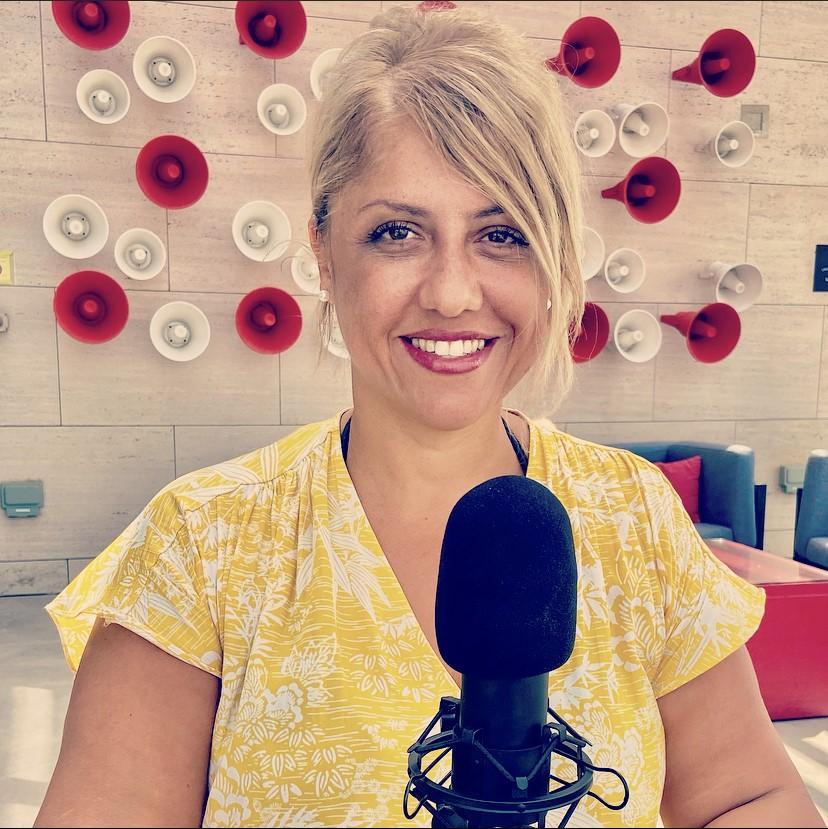 "Saliha Hadj-Djilani, podcasteuse voyage des ""Podtrips de Saliha"""