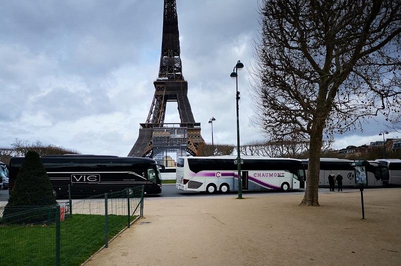 Près de 150 autocars ont mené une opération escargot de la porte de Vincennes à la Tour Eiffel, vendredi 12 mars 2021 à Paris - DR : CAI