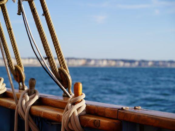 En voilier à Fécamp - DR : D. Dumas, Normandie Tourisme
