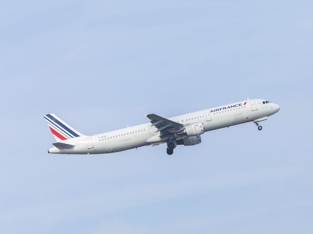 Finalement Air France aurait obtenu de céder moins de créneaux, avec la possibilité d'en donner plus à Roissy-CDG et moins à Orly - DR