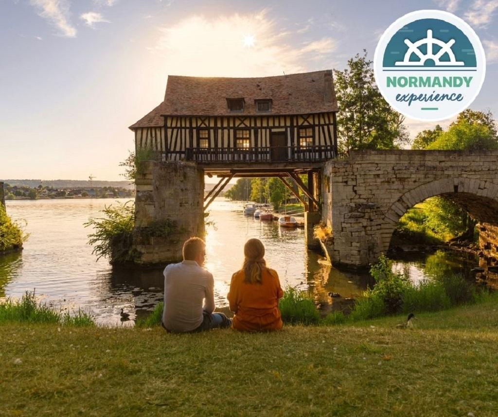 Normandy Expérience propose de découvrir « Giverny à bicyclette en amoureux ». Un séjour de 2 jours/1 nuit, avec en option un guide conférencier local et un service de transfert de bagages depuis la gare de Vernon-Giverny. – DR : Normandy Expérience.