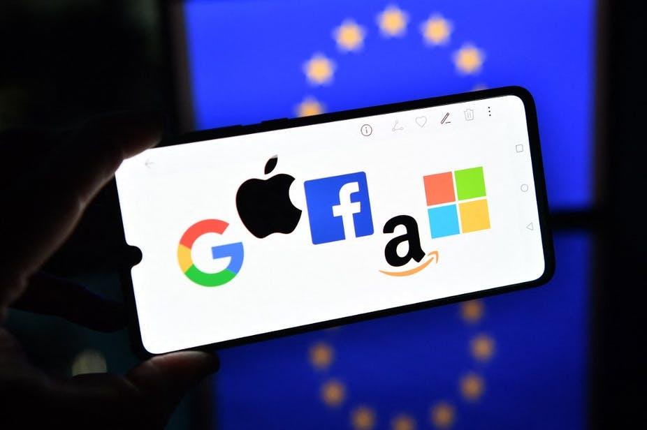 À la fin de l'année 2020, l'Union européenne a présenté son plan pour imposer ses règles aux géants américains du numérique. Justin Tallis / AFP