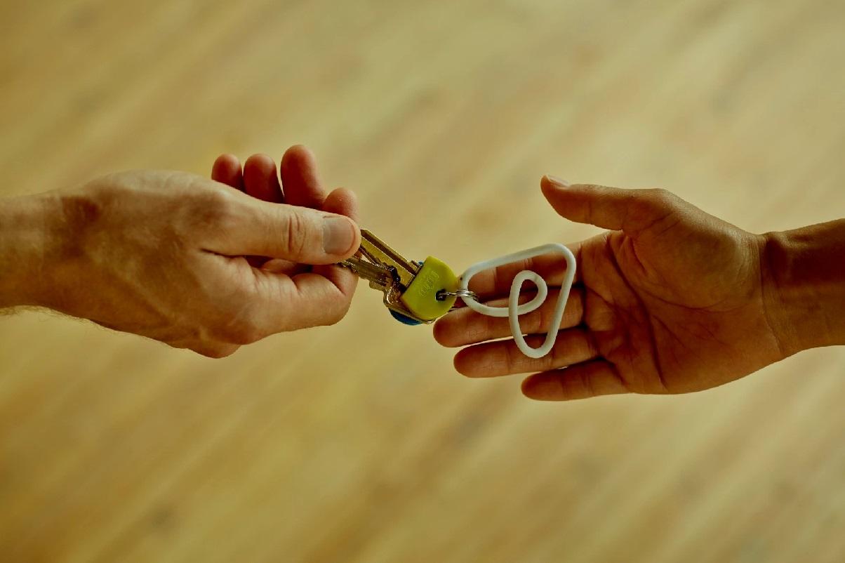 """Airbnb lance une [nouvelle ligne d'assistance téléphonique dédiée au voisinage """"qui permet aux voisins préoccupés par un logement qu'il pense être loué via la plateforme d'être rappelés par un représentant d'Airbnb. Elle permet aux voisins de faire un signalement sur cet espace dédié."""" - DR Aribnb"""