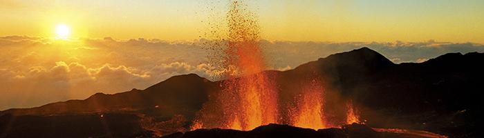 Eruption au Piton de la Fournaise © IRT/ Serge Gélabert