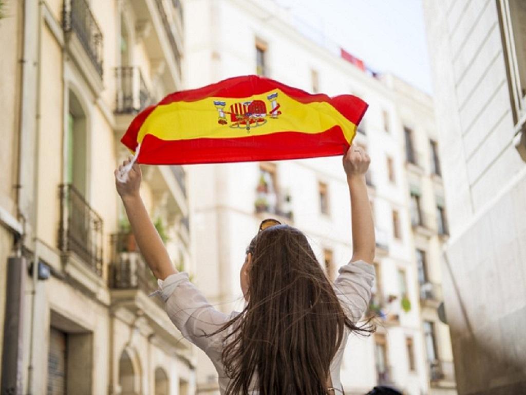 A partir du 3 mai 2021, les déplacements seront donc à nouveau possibles sans limitation de kilomètres, donc les Français pourront de nouveau voyager, notamment en Espagne - Depositphotos.com halfpoint