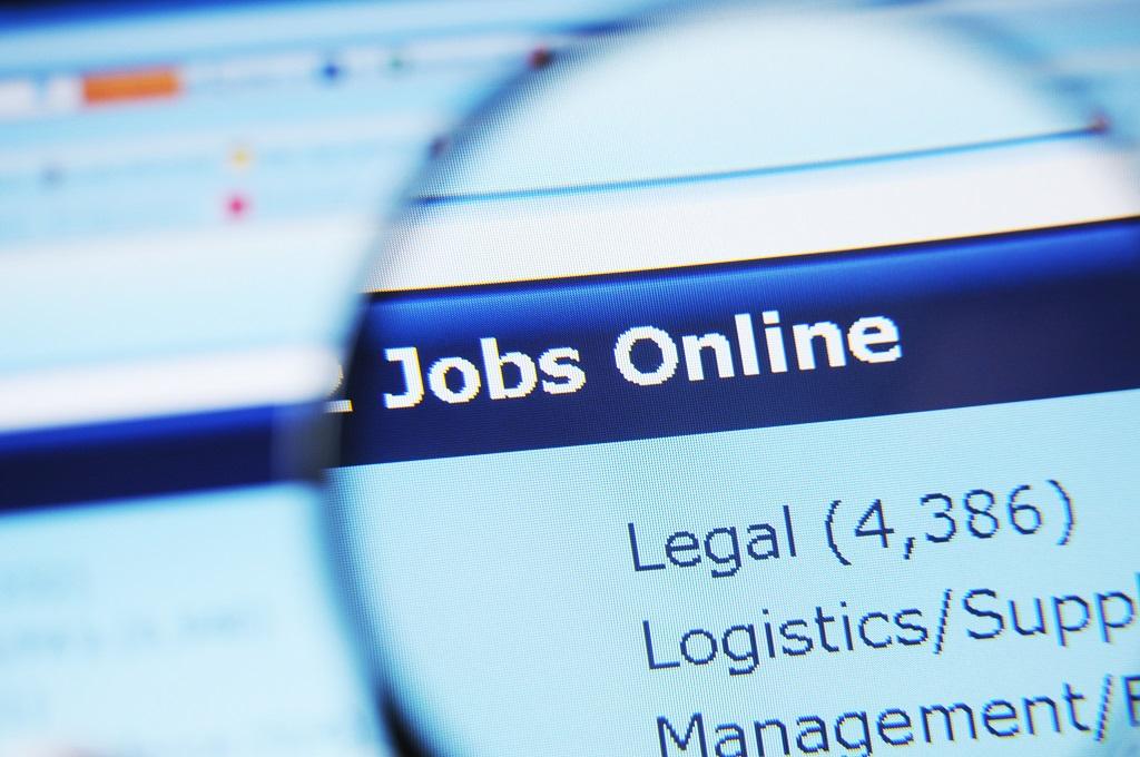 Un bon titre de poste est à la fois un titre qui permet au candidat de trouver facilement votre offre, mais il doit aussi être assez complet pour l'inciter à cliquer pour en savoir plus sur l'annonce. - Depositphotos