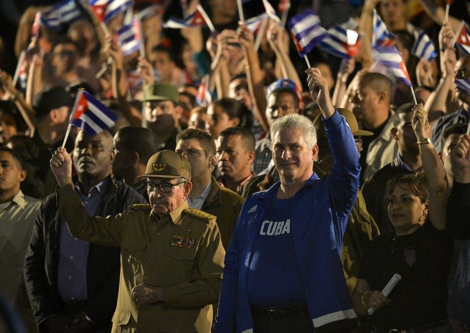 L'ancien président cubain Raúl Castro et son successeur Miguel Diaz-Canel célèbrent le héros national Jose Marti à La Havane, le 27 janvier 2020. YAMIL LAGE / AFP