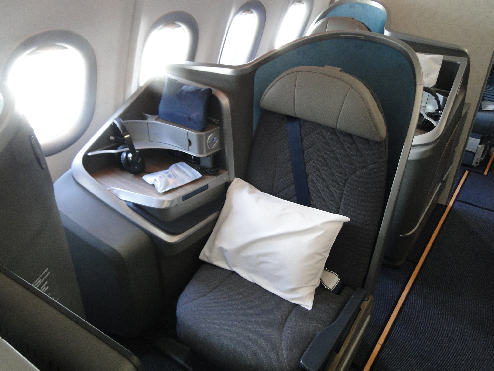 Le siège en classe business permettant une totale inclinaison pour pouvoir s'allonger et dormir /crédit CH