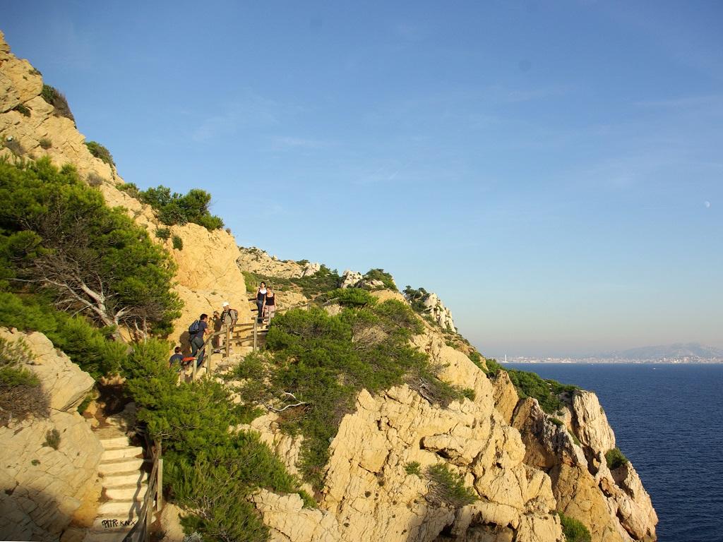 La Côte Bleue, de Marseille à Martigues, est touristique mais moins envahie. Entre Ensuès-la-Redonne et Niolon, un sentier littoral épouse le trait de côte - DR : J.-F.R.