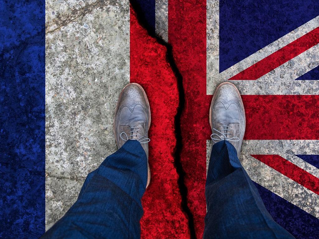 A partir du 1er octobre 2021, le passeport sera obligatoire même pour les mineurs pour se rendre au Royaume-Uni, en raison du Brexit - Depositphotos @InkDropCreative