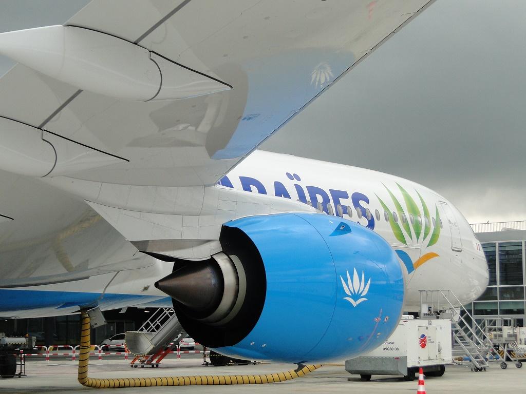 A bord du nouvel A350-1000, la cabine est extrêmement silencieuse et bénéficie d'un éclairage d'ambiance 100% LED de dernière génération imitant les lumières naturelles qui aide ainsi à réduire l'impact du décalage horaire. - DR