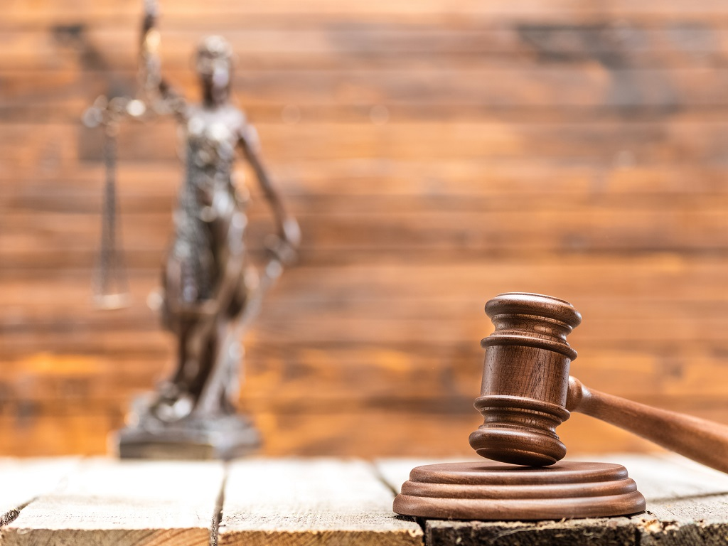 """Le tribunal a reconnu qu'""""en s'abstenant par principe de vérifier la validité de l'habilitation à délivrer des garanties financières dont SB Securities Ltd se prévalait, la commission d'immatriculation a commis une faute de nature à engager la responsabilité du GIE Atout France"""" - DR : DepositPhotos.com, SergPoznanskiy"""