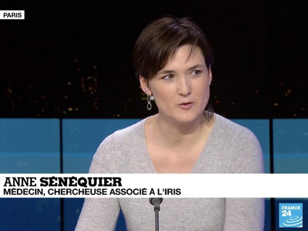 """Variant Delta """"en face de nous, il reviendra quelque chose de plus costaud, tant que la population mondiale ne sera pas totalement vaccinée"""" selon Anne Sénéquier - Capture écran France24"""