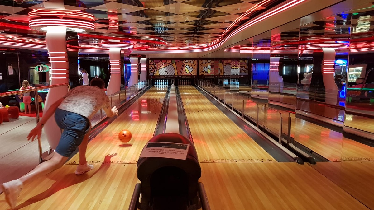 Seule une piste de bowling sur deux est ouverte dans le cadre du protocole sanitaire - DR : C.E.