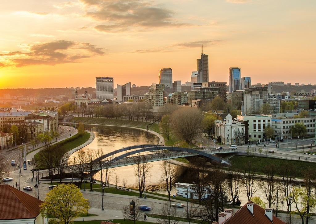 Depuis le 7 juillet, les voyageurs en provenance de pays oranges (jaunes) et verts testés négatif au COVID-19 peuvent visiter la Lituanie sans quarantaine -Depositphotos.com Krivis