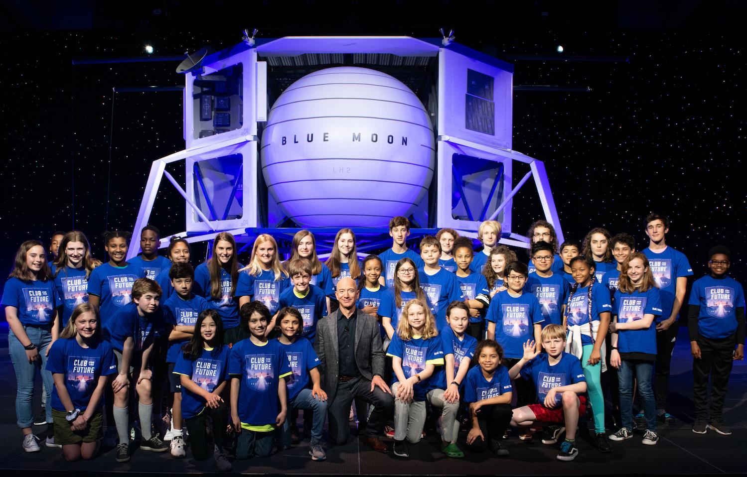 Jeff Bezos s'élance à son tour dans la conquête spatiale... /crédit drLe tourisme spatial gravit de nouvelles étapes - Depositphotos.com