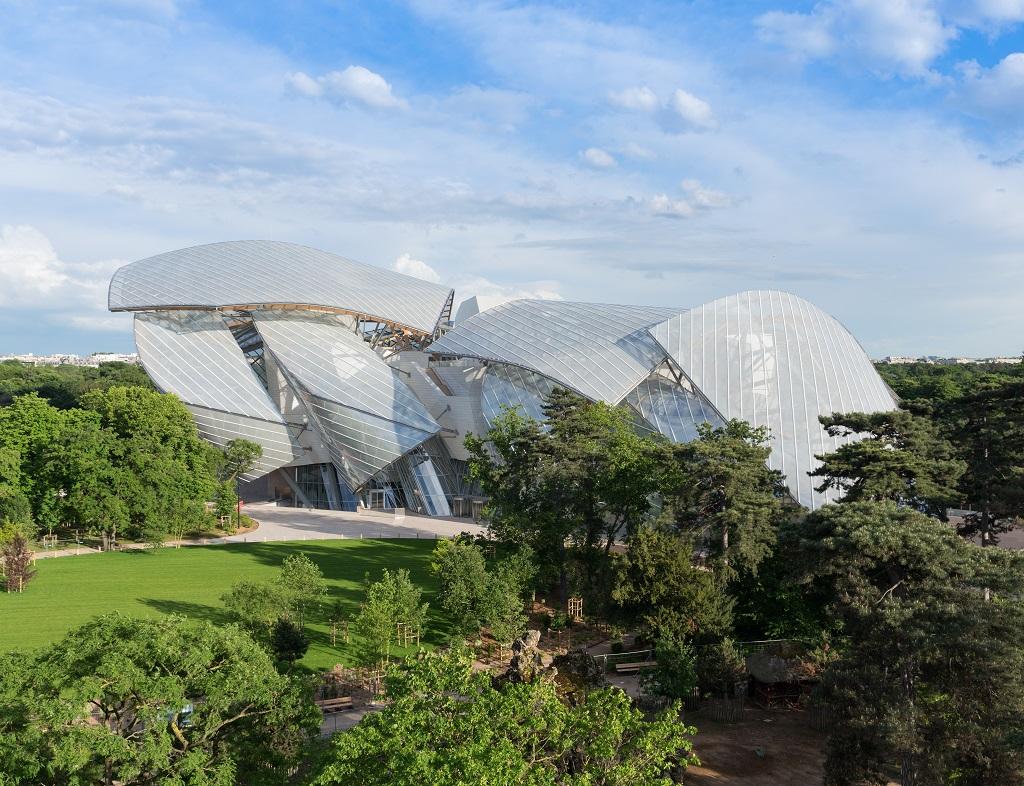 La Fondation Louis Vuitton, l'écrin blanc de l'architecte star Frank Gehry, dédié à l'art contemporain et à la création culturelle, propose des expositions majeures - DR : Fondation Louis Vuitton