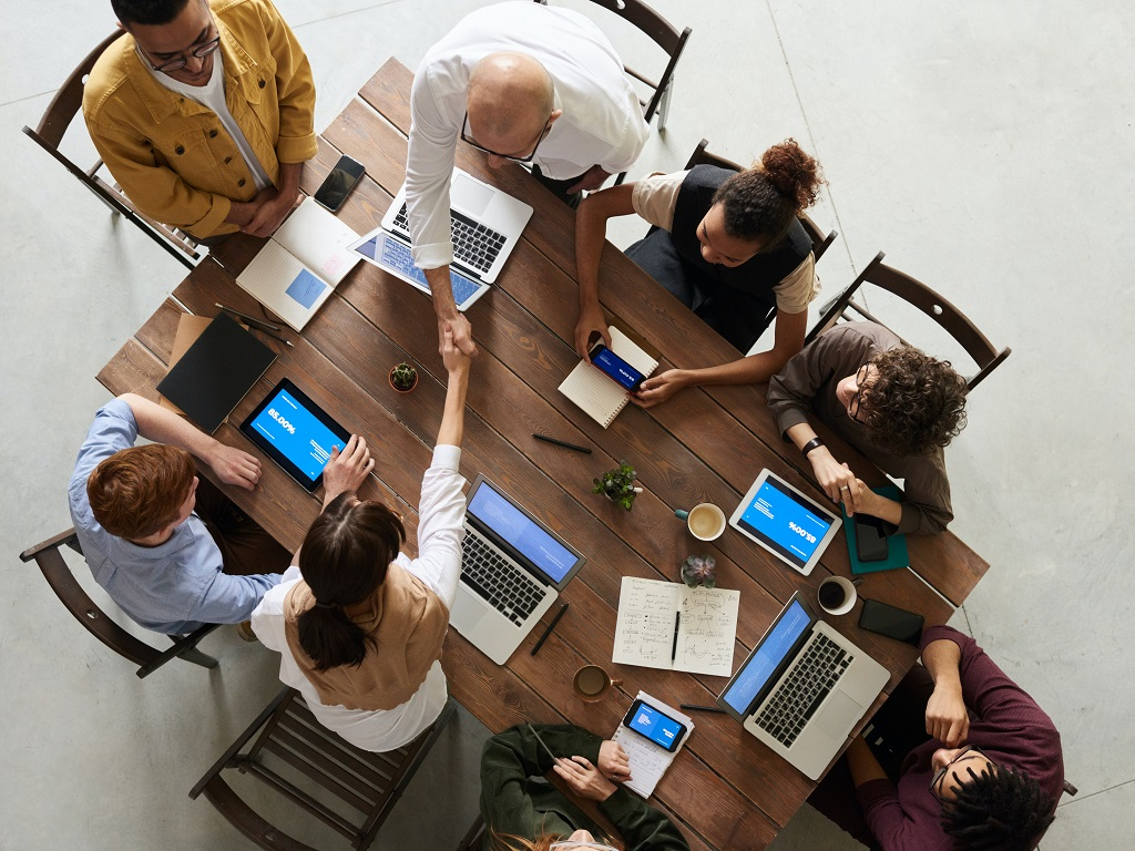 Recruter un étudiant en alternance a un coût pour l'entreprise, qui varie selon le type de contrat : d'apprentissage ou de professionnalisation. - Pexels