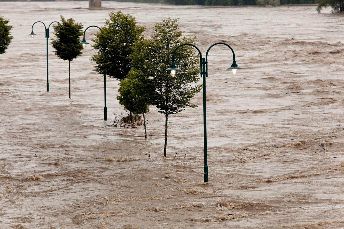 """En Allemagne où les inondations catastrophiques de cet été ont tué plus de 180 personnes, la part de la population """"très préoccupée"""" par l'impact personnel du changement climatique a augmenté pour sa part de 19 points pour atteindre 37 %, soit la plus forte augmentation observée dans un pays - Deposiphotos.com  Auteur ginasanders"""
