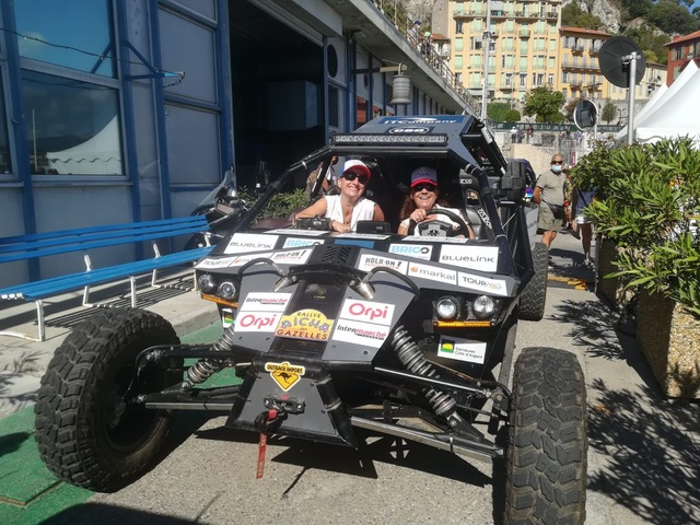 Armelle et Yolande au volant de leur buggy pour la 30e édition du Rallye des Gazelles - DR