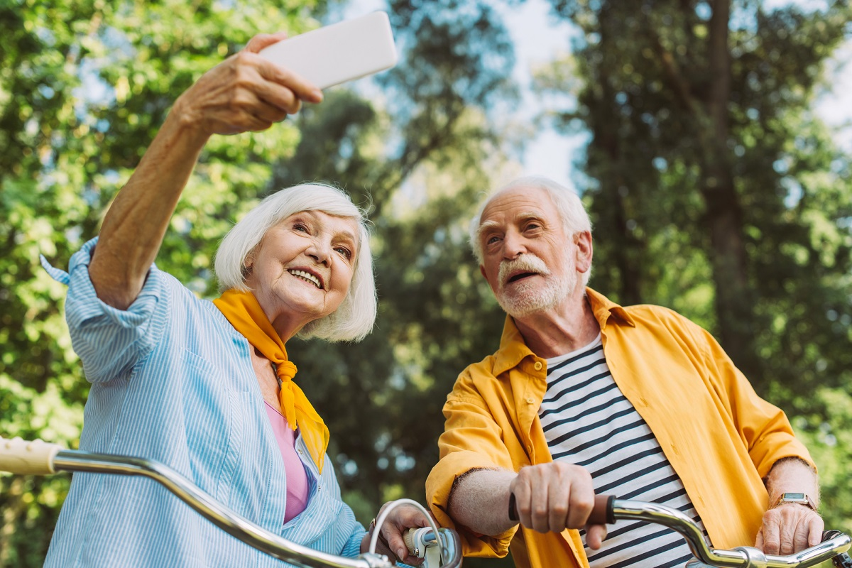 Les Nations unies prévoient d'ici 2050 le doublement du nombre de personnes âgées (65 ans et plus) dans le monde, passant de 700 millions de personnes en 2020 à 1,5 milliard d'individus - Depositphotos.com  Auteur AndrewLozovyi