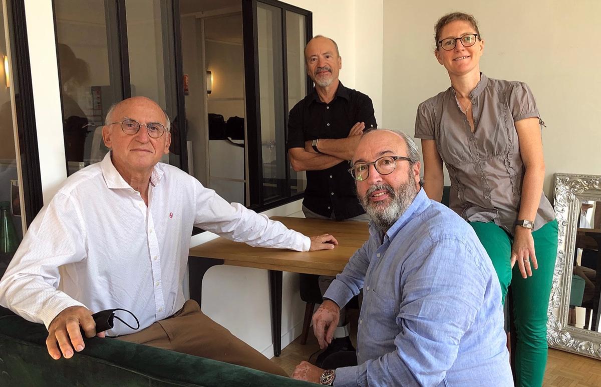 Céline Eymery, rédactrice en chef et Jean da Luz. Au 1er plan, Frédéric Lorin (dte) et Marc Thépot./crédit AB)