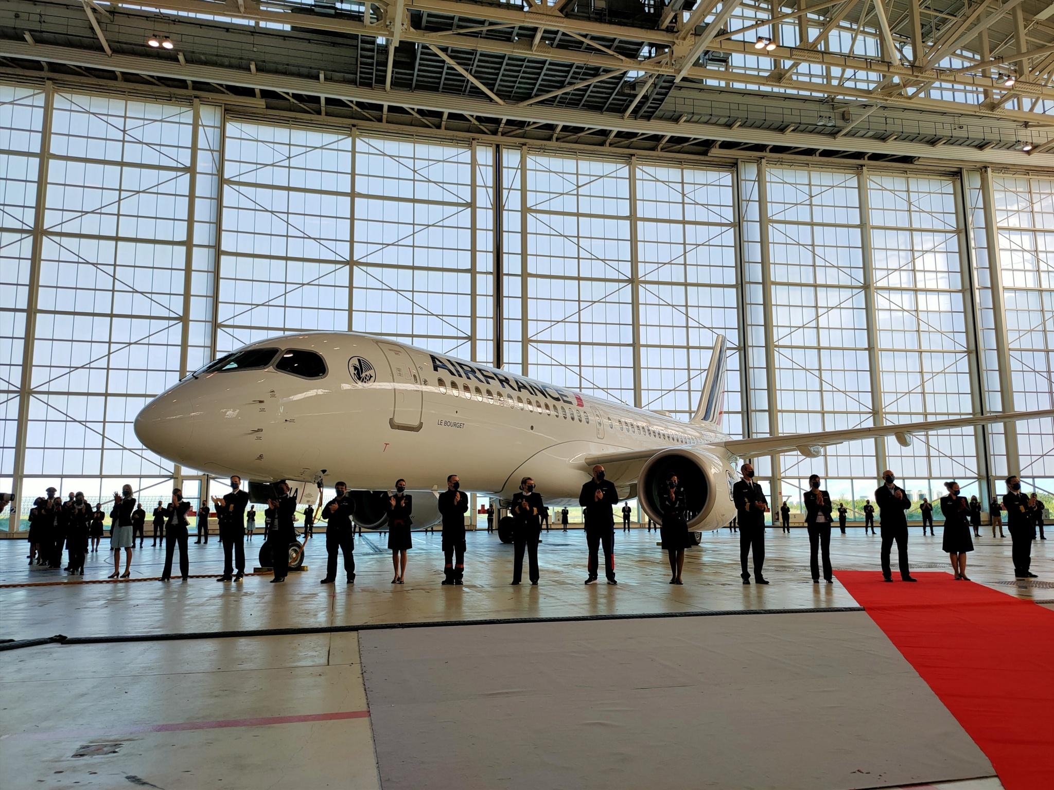 """L'A220 """"Le Bourget"""", au hangar H6 d'Air France à Roissy ©PG TM"""