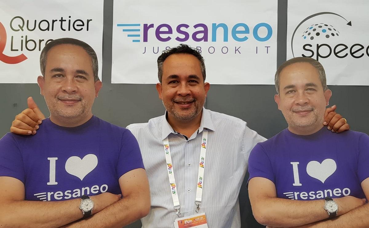 Jean-Pol Leclercq et ses doubles sur le salon IFTM Top Resa - Photo CE