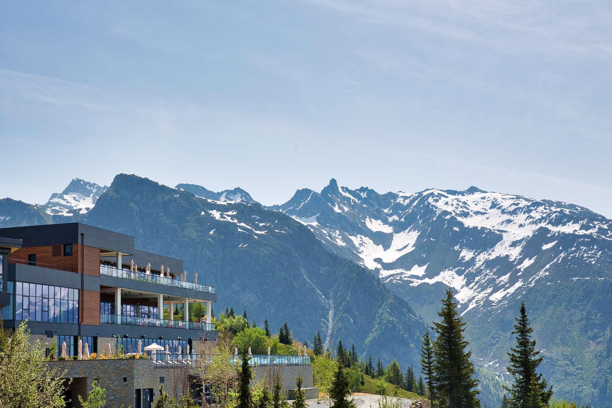 Le nouveau Club Med de La Rosière (Savoie) ouvrira enfin ses portes en décembre 2021. La marque au Trident fait aussi état de fortes hausses sur le long-courier cet hiver © Club Med