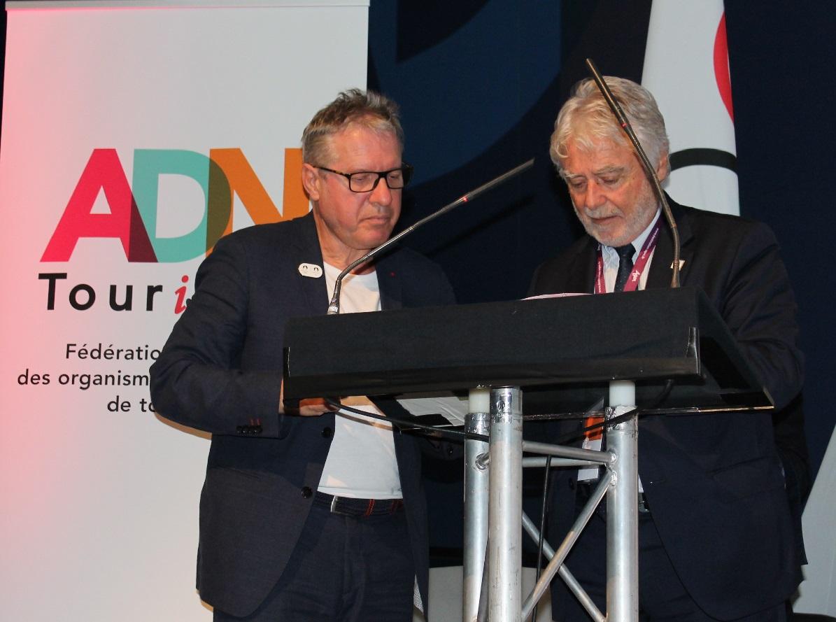 Thierry Rey, Conseiller spécial de Paris 2024 et Christian Mourisard, Président d'ADN Tourisme signent une convention de collaboration   qui concerne les prochains Jeux Olympiques et Paralympiques d'été (JO de Paris 2024) . - DR ADN