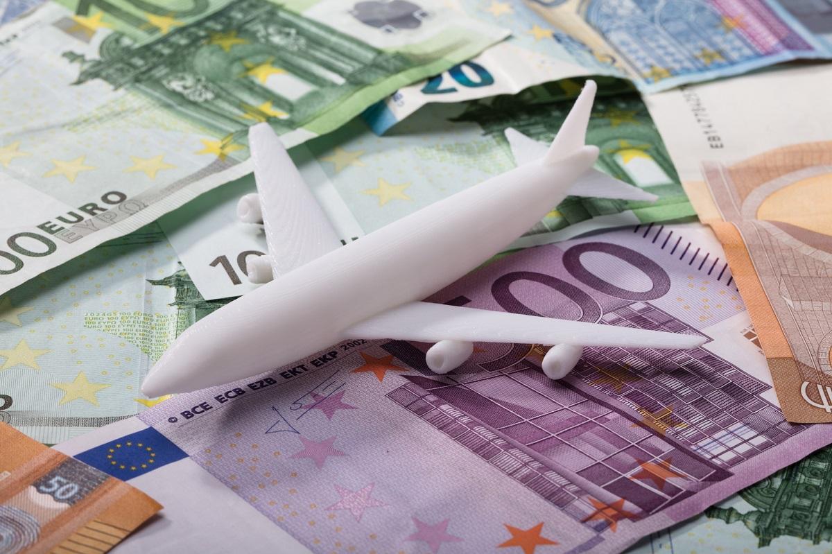 Les données de l'Airlines Reporting Corporation (ARC) montrent que les billets d'avion sont désormais moins chers pour les voyageurs français qu'avant la COVID-19. Depositphotos.com Auteur AndreyPopov