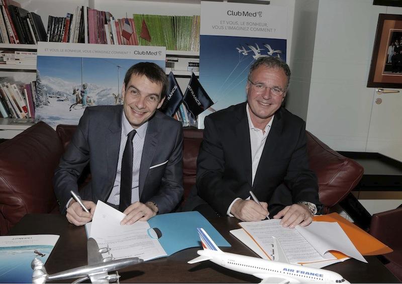 Sylvain Rabuel, le directeur général France du Club Med accompagné par  Pierre Descazeaux, le directeur général du marché France d'Air France ont renouvelé leur contrat de partenariat.DR Scouri / Club Med.