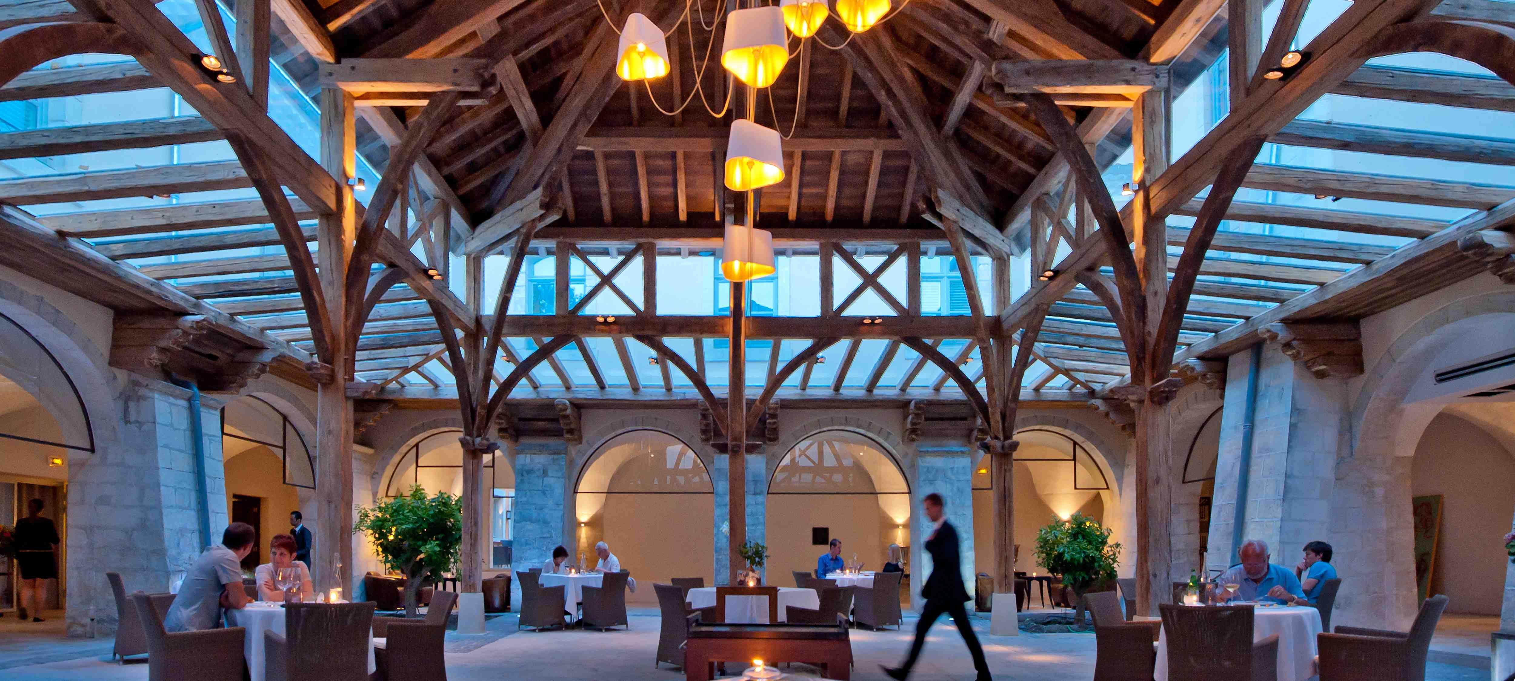 Le clôitre a déjà été couvert d'une magnifique structure en vieux bois pour accueillir un restaurant gastronomique de seulement 25 couverts dans 300 m2. ©DR/couvent des minimes.