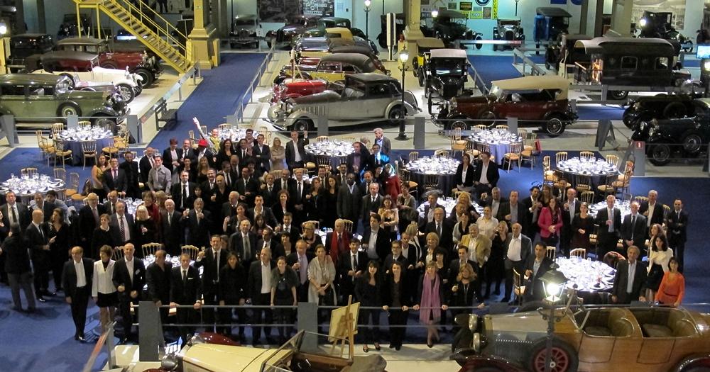 (CLIQUER POUR AGRANDIR) Les participants de la Journée des Dirigeants réunis au superbe musée de l'automobile ancienne Autoworld, privatisé pour la soirée de gala par Amadeus /photo JDL